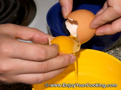 How to Separate Egg White from Egg Yolk: Step 3