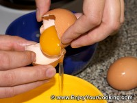 How to Separate Egg White from Egg Yolk