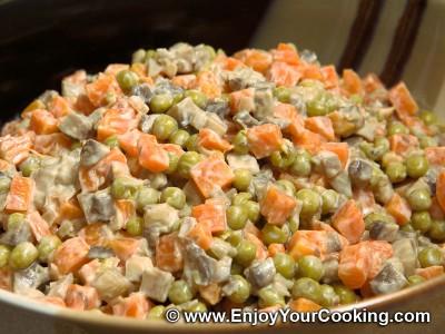 Салат из тушеной моркови с грибами
