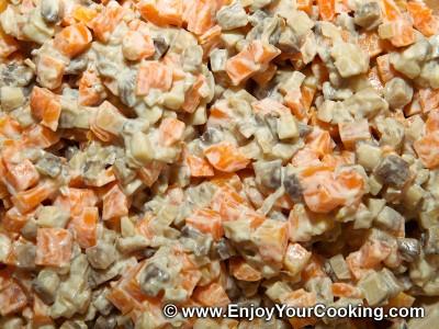 Салат из тушеной моркови с грибами: Шаг 8