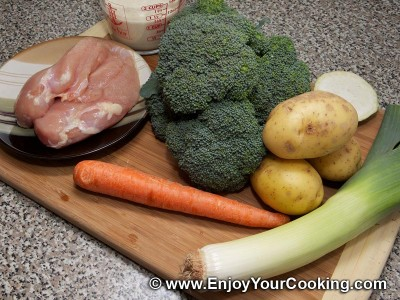 Soup Puree with Broccoli and Chicken Recipe: Step 1