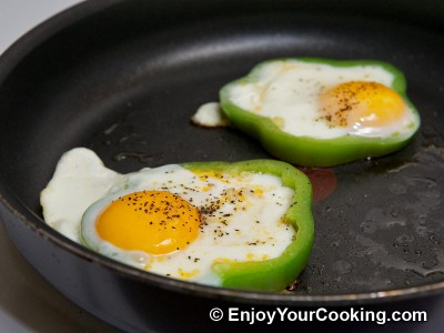 Eggs Fried with Tomato in Bell Pepper Ring Recipe: Step 7