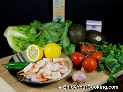 Green Salad with Tomato, Avocado and Shrimp Recipe: Step 1