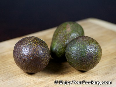 How to Skin Avocado: Step 1