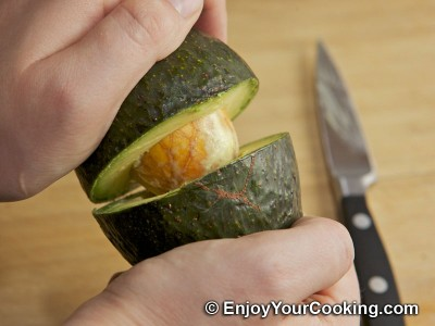 How to Skin Avocado: Step 3