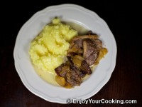 Duck Meat Stewed with Apples