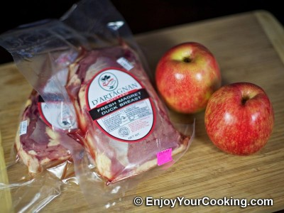 Duck Meat Stewed with Apples Recipe: Step 1