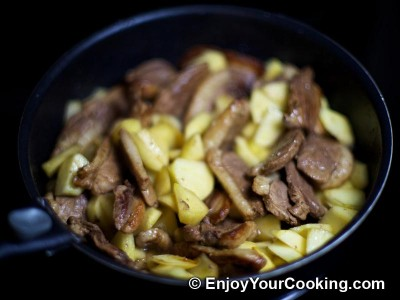 Duck Meat Stewed with Apples Recipe: Step 9