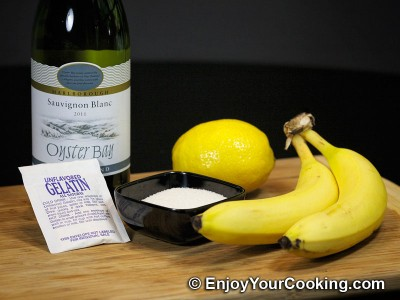 White Wine Jelly with Bananas Recipe: Step 1