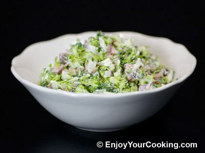Fresh Broccoli Salad with Raisins and Sunflower Seeds