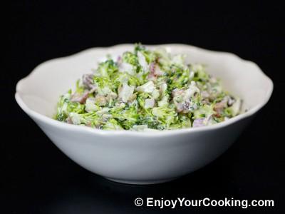 Fresh Broccoli Salad with Raisins and Sunflower Seeds