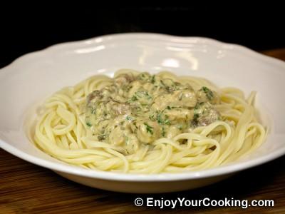 Pasta with Chicken and Mushroom Sauce