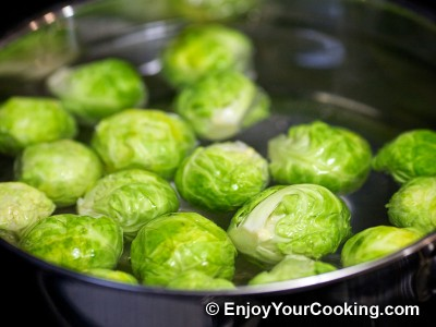 Brussels Sprouts in Tomato and Soy Sauce Recipe: Step 2