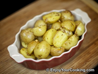 Potatoes Fried with Garlic and Caraway Seeds