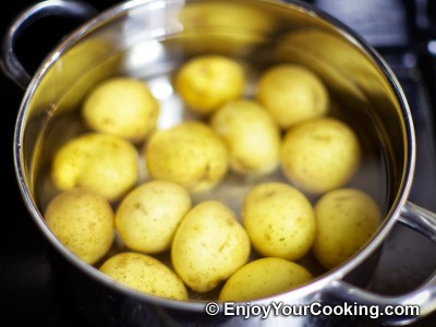 Potatoes Fried with Garlic and Caraway Seeds Recipe: Step 2