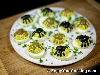 Halloween Spider Decoration for Deviled Eggs: Step 10