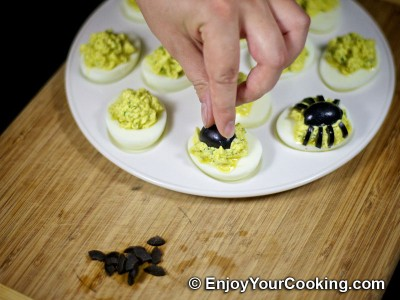 Halloween Spider Decoration for Deviled Eggs: Step 5