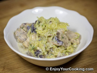 Spaghetti Squash with Chicken and Mushrooms