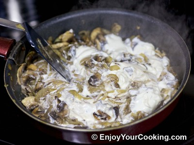 Recipe for Rabbit Stew with Mushrooms and Sour Cream: Step 9