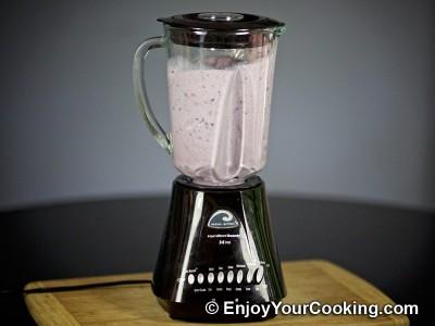 Recipe for Blueberry and Ice Cream Milkshake: Step 5