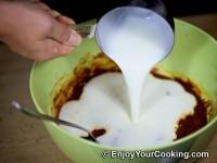 Pour kefir in