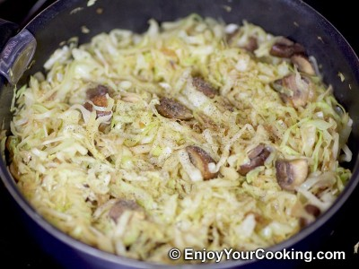 Cabbage with Mushrooms and Sour Cream Recipe: Step 8