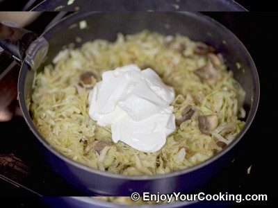 Cabbage with Mushrooms and Sour Cream Recipe: Step 9