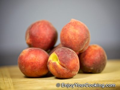 How to Blanch Peaches: Step 1