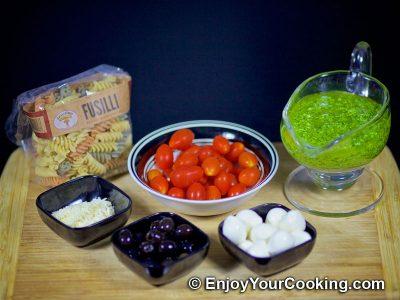 Салат с макаронами, помидорами и свежей моцареллой: Шаг 1