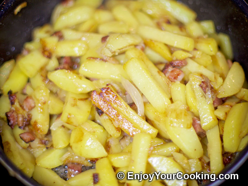 Pan Fried Potatoes with Onion and Bacon | Recipe | My ...