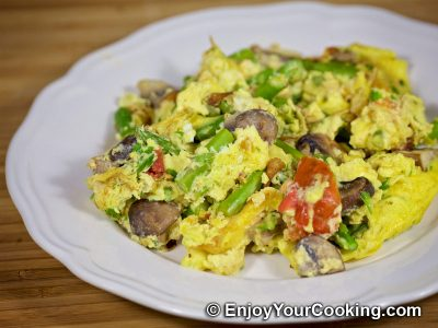 Scrambled Eggs with Asparagus, Tomatoes and Mushrooms
